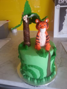 double-height-tier-round-birthday-cake-tiger-tree-jungle