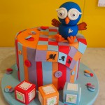 double-height-tier-round-birthday-hoot