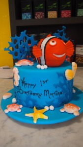 single-tier-round-birthday-cake-finding-nemo-blue