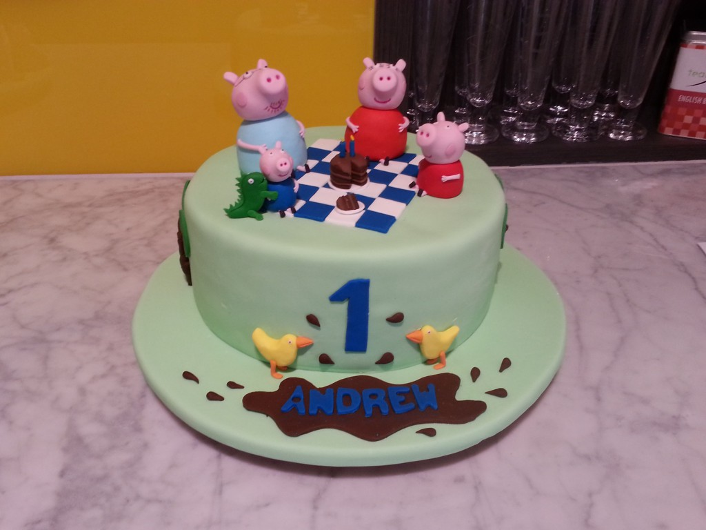 Single Tier Round Birthday Cake Green Picnic Peppa Pig The