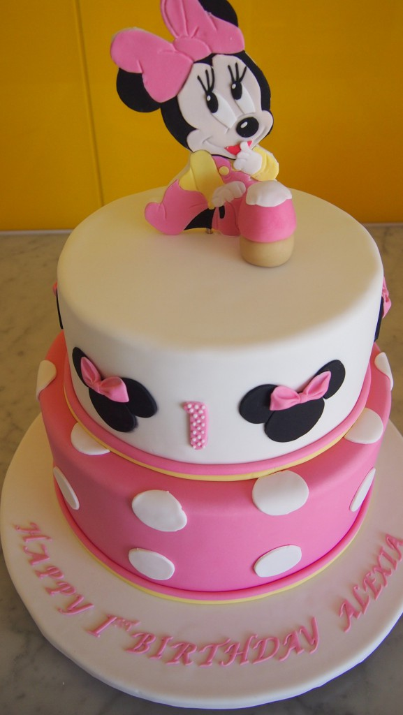 threetierroundbirthdaycakeminniemousepinkspots The