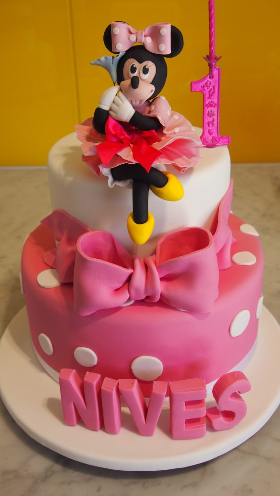 twotierroundbirthdaycakeminniemouse3Dlettersbowpink The